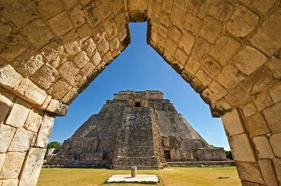 piramide-mago-uxmal-riviera-maya.jpeg